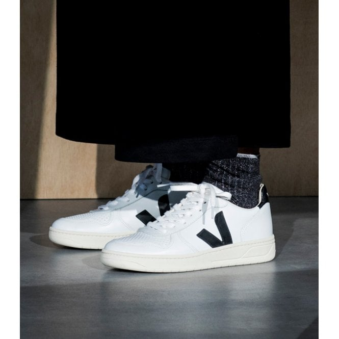 Fuera Reafirmar Asentar  Veja V10 Womens Leather Extra White Trainers in Black White|Parkinsons  Lifestyle